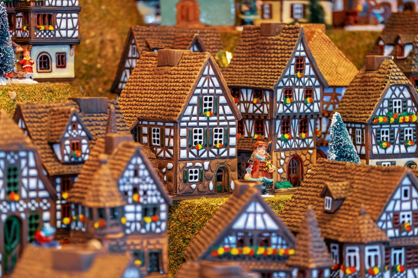 gingerbread house lunasonline